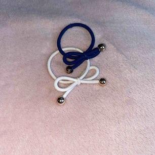 51kr för båda. IA BON armband i färgerna marinblå och vit. Använd fåtal gånger! Frakt ingår💗