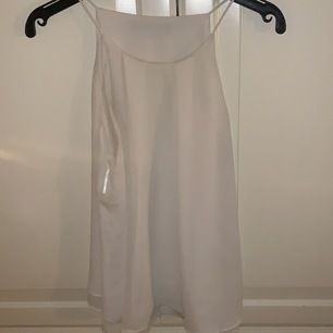 Köpt förra sommaren, använd en gång . Ett fint vitt linne från mango