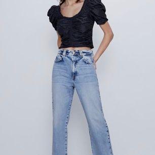 Intressekoll på dessa snygga jeansen från zara i storlek 36, har haft de i kanske tre veckor så de är i superbra skick! Buda från 290kr! OBS! Om budet inte blir så högt är det inte säkert att jag säljer de!