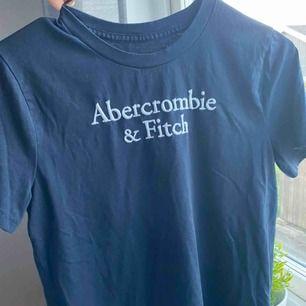 Tshirt som inte används längre från abercrombie&fitch, storlek S