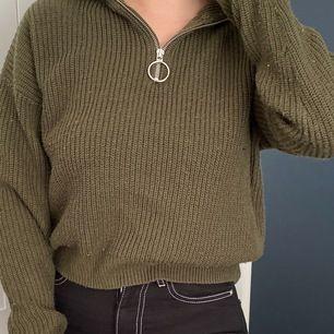 Grön stickad tröja från Bikbok. Storlek XS, normal i storlek.