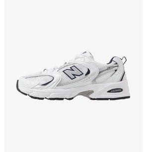 Hejsan, jag söker ett par New Balance 530 i storleken 41,5 och färgen vita såsom på bilden 🥳 skriv om ni vet något:)