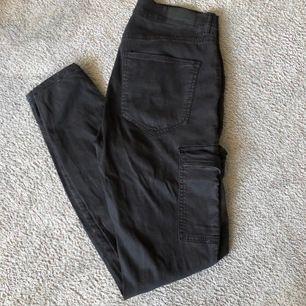 Byxor, Från: Gina tricot, Säljes pga: dom är lite förstora, Frakt 66kr