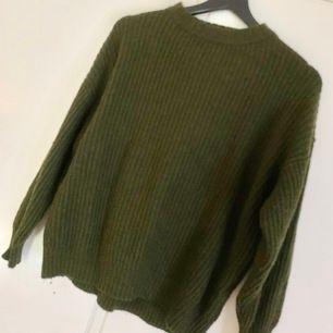 Stickad tröja från carlings. Använd men fint skick. Strl M men mer som en S. 20kr + 59kr frakt. Betalning via swish.