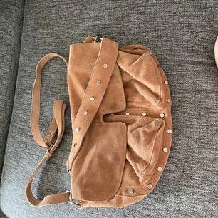 Unlimit väska i rosa cognac mellan storleken