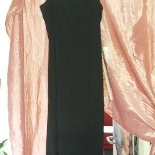 Jättefin svart långklänning! 💕