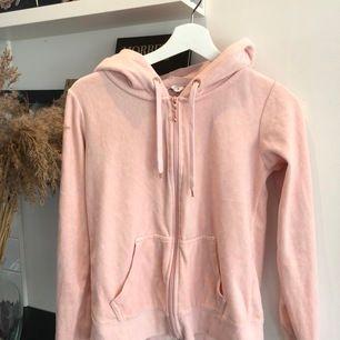 Rosa hoodie, i fint skick! Köparen står för frakten📦📦⚡️