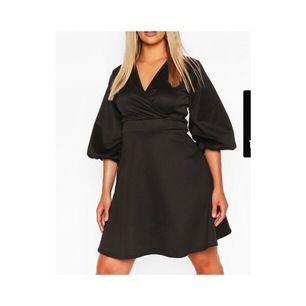 Jätte snygg siden klänning med puffärm, aldrig använd tyvärr. Frakt 50kr