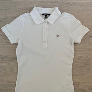 Säljer denna piké-tröja från Gant för 100 kr + frakt. Bra skick.