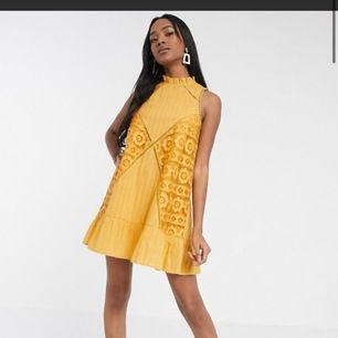 Säljer min gula fina oanvända klänning från asos då det inte kommit till användning. Köptes för 380 men säljs för 280, köpare står för frakt 💞💞💞💞