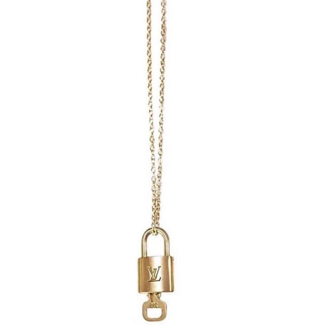 Louis Vuitton necklace 750kr först till kvarn. Accessoarer.