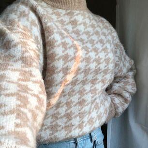 Har användt ca en gång, fint skick och en jätte fin tröja som passar till nästan alla färger.