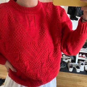 Röd vintage liknande tröja, stickad. Passar storlek XS-S