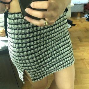 Minns inte märket, men köpt i london. Superfin kjol som är rutig och stickad, lite kort för mig dock. Vid fler intresserade sker budgivning! Frakt tillkommer 💞