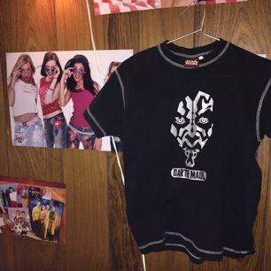 Den här tröjan är köpt på en sencondhand! Den är i fint skick jag har använt den få gånger! Inga hål eller liknande. Den är inte min stil så väljer att sälja!🌟