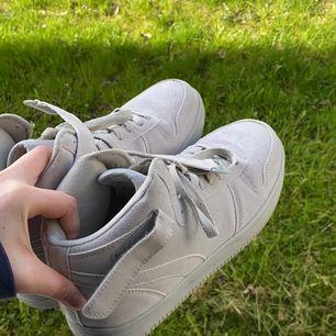 Dam skor.
