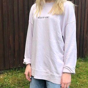 Sweatshirt från wezc. Strl M. Köparen står för frakt 💖