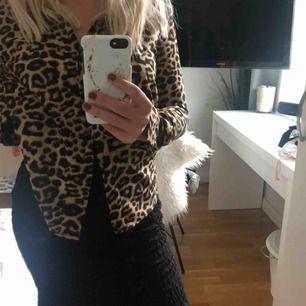 Fin leopard-skjorta, från /STAY (köptes på carlings) 60kr frakt!