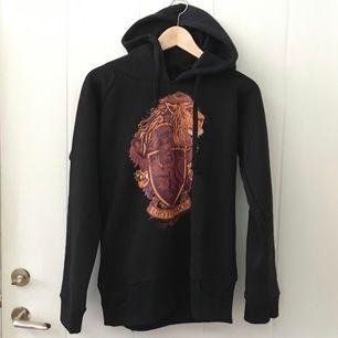 Oanvänd gryffindor-hoodie.                     Säljer för 350🧡