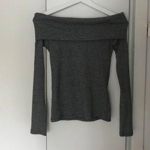 Grå off shoulder tröja / topp från Gina tricot.