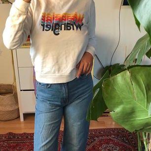 Supercoola hoodie från wrangler (väldigt liten i storlek) - köparen står för frakt🌻