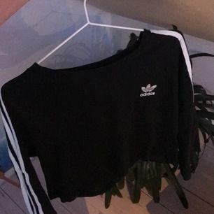 Croppad oversized tröja! Halva ärmar! Mjukt material! Pris kan diskuteras!