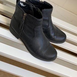 Dam skor. Kan posta då köparen står för frakt😀😀😀☺️😍