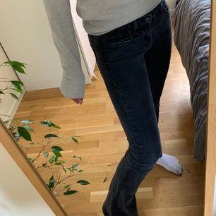 Bootcut jeans som säljs pga icke användning. Köparen betalar frakten själv!