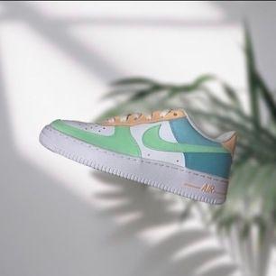 Tar emot beställningar även på Instagram: Losa_touch. Skorna  är äkta och inte från Wish eller liknande, färgen som används spricker ej och tål vatten. Perfekt och hållbar Kvalite 💚💛