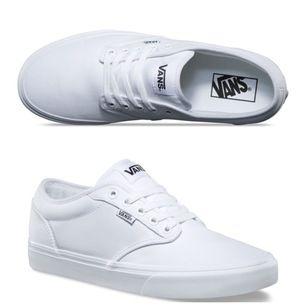 Dam skor från märket VANS. Skorna är endast använda några få timmar vid en finare tillställning! Annonsen ligger ute för ett fast pris och frakten betalas av köparen ;)