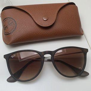 Knappt använda Ray-Ban glasögon i modellen Erica. Nypris:1550. Säljer dem för: 700kr