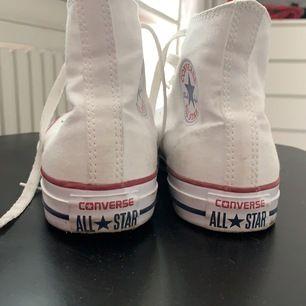 Vita converse i storlek 40 som inte kommer till användning, enbart använda 3-4 gånger. Frakt tillkommer och pris kan diskuteras ☺️