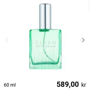 🧚🏼🧚🏼 Säljer denna Clean parfymen då den tyvärr inte kommer till användning. Den är använd väldigt fåtal gånger! FRAKTEN ÄR INKLUDERAD I PRISET!!