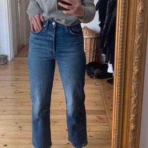 jätte fina byxor från Levis. dem är i bra skick & jag säljer pga att jag inte längre andvänder. kostar 350 + frakt