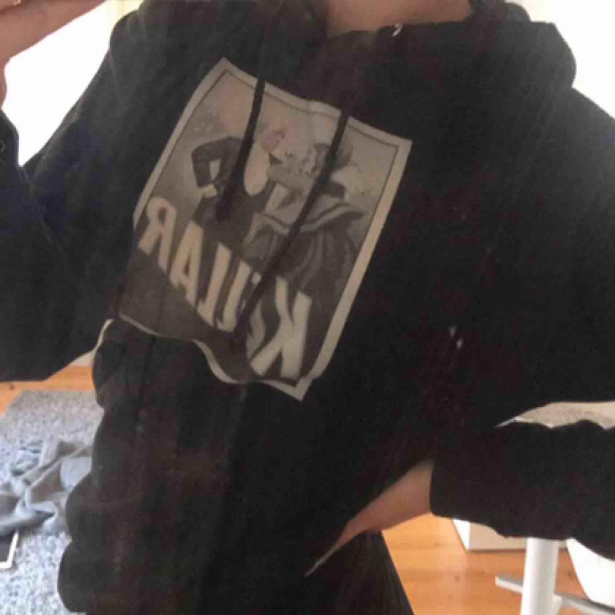 Skitsnygg hoodie från the cool elephant i otroligt bra skick!❤️. Huvtröjor & Träningströjor.