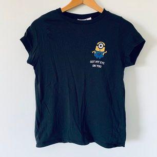 Minions t-shirt, fri frakt, Passar XS eller S