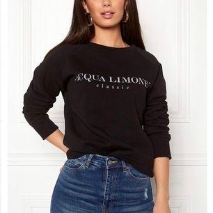 Acqua Limone tröja i svart. Välanvänd. Köpt för 900kr på pondus. Säljer för 350kr inklusive frakt pga märket blivit lite utslitet. Priset går att diskuteras. Storlek xxs men är stor i storleken