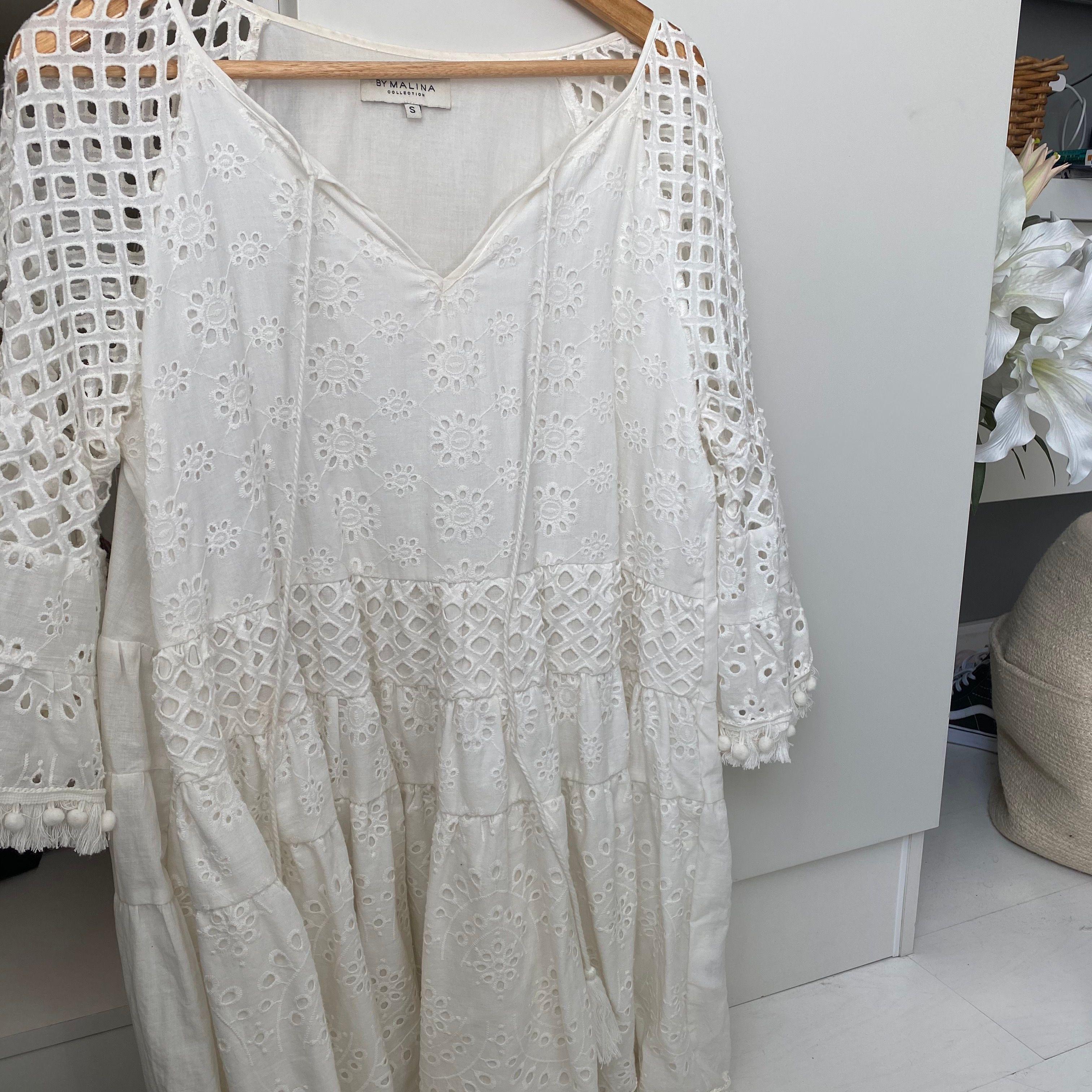 Så fin By malina fleur dress, i storlek S! Använd 1 gång. Nypris 2000. Klänningar.