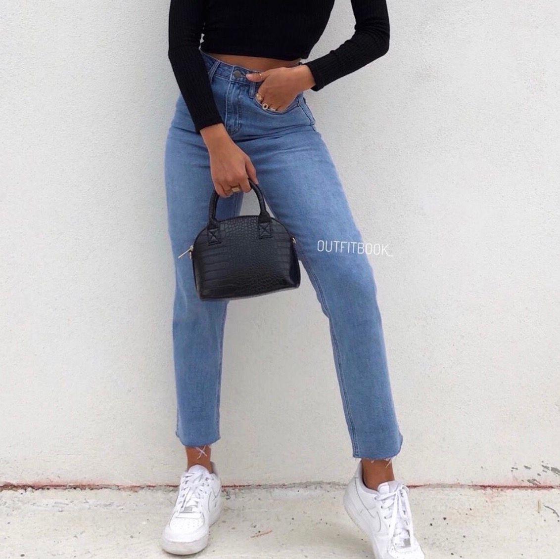 SUPER snygga mom jeans! Framhäver kurvor och sitter som en smäck 😍 Tyvärr är de för långa på mig...  Jag går ner i pris vid snabb affär. Först till kvarn 💖. Jeans & Byxor.