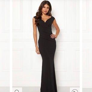 Säljer min balkläning❤️(ord pris ungefär 800 kr) klänningen är ifrån bubbelroom