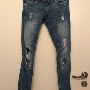 Ett par fräscha jeans från bik bok. Använda 1-2 gånger.