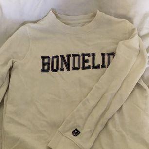 En vit sweatshirt från Bondelid i strl S!                          200kr inkl frakt