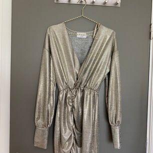 En perfekt partyklänning från en av Hannalicious kollektioner för NA-KD💖 Endast provad 2 gånger! Köpt för 300 kr. Köpare står för frakt