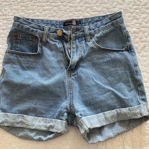 Snygga jeans shorts som inte längre passar mig, bra kvalite och perfekta till sommaren