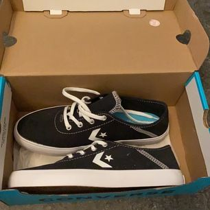 Converse skor ny pris 499kr. Kan posta då köparen står för frakt 🚚😀💕.