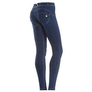 Jeans från Freddy WR.UP som ska forma rumpan. Strl 38 (känns dock mindre i strl). Nypris ca 1.200 kr/st. Jag har ett par mörka och ett par ljusare OANVÄNDA där jag är öppen för bud/prisförslag. Frakt tillkommer🌸