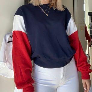 Sweatshirt från H&M, som endast är använd ett par gånger. Bra skick. Frakt ingår ej!💞