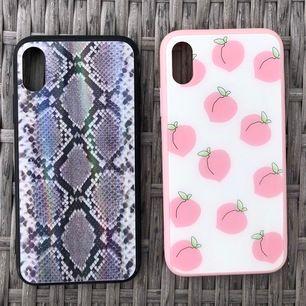 Två unika skal med glansigt hårdplast på baksidan och gummi på sidorna! Kan köpas separat för 100kr st. Aldrig använda endast testade på mobilen. Passar iPhone X/XS. Köparen står för frakt.