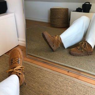 Skitsnygga skor perfekta året runt!! 100kr, frakt tillkommer för köparen💛
