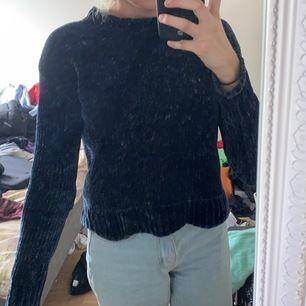 Skön mörkblå tröja strl XS